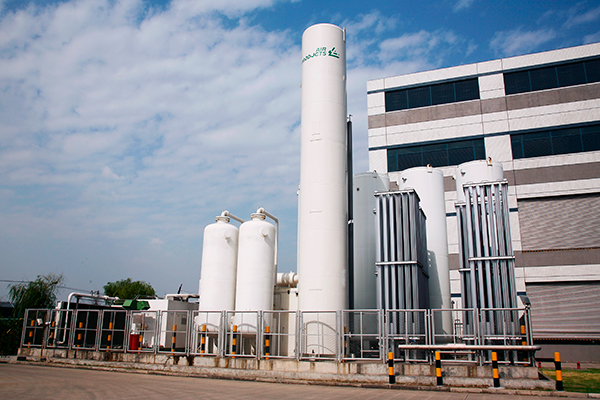 Industrial gas storage tanks and vaporizers
