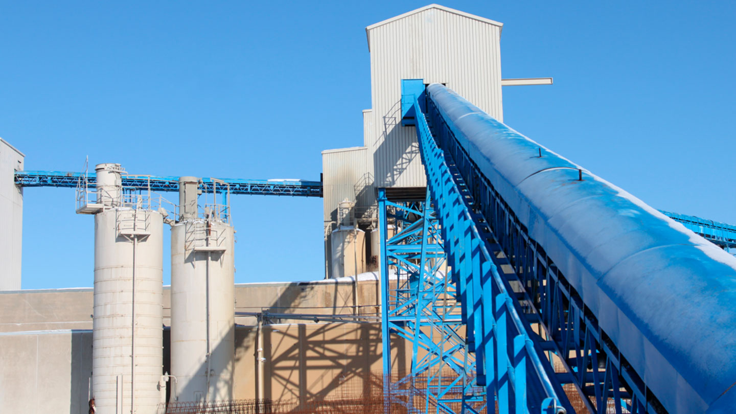 cement plant with conveyor and silos
