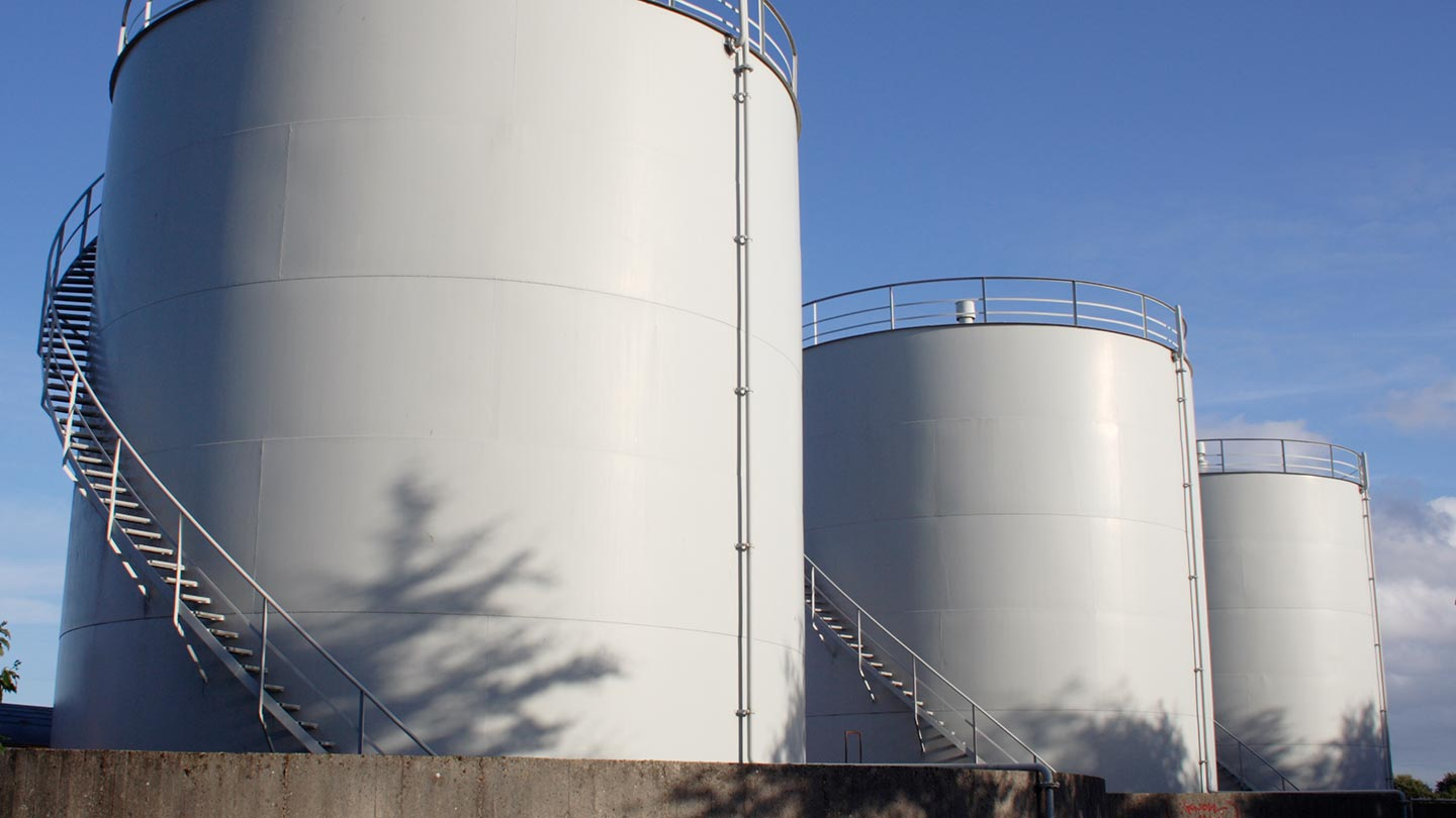 Large liquid storage tanks for power and energy generation industry