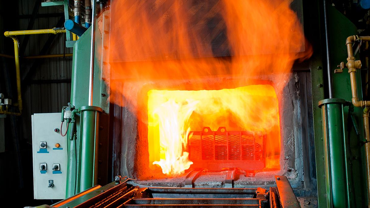 Metal parts entering an IQ furnace for neutral hardening or carburizing