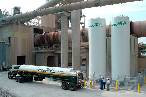 Air Products tanker truck in front of cement factory